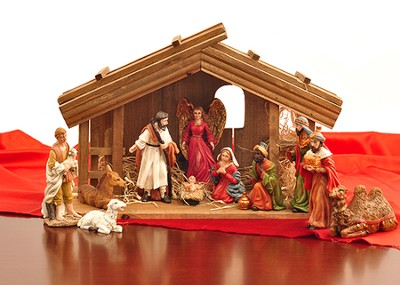 Nativity Set in Wood Stable   -