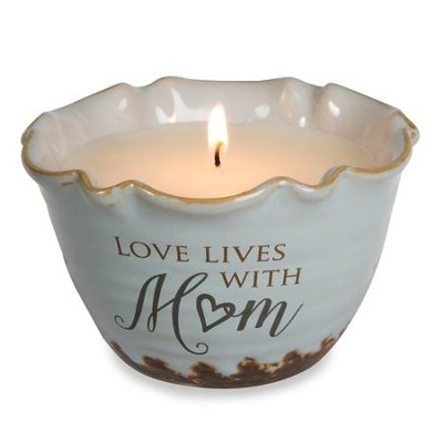 Love Lives with Mom Candle   -