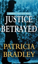 Justice Betrayed: Large Print