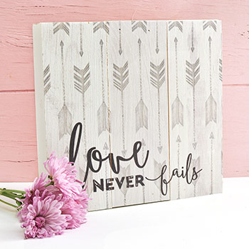 Box Plaque Love Never Fails